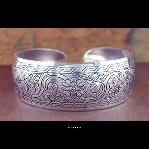 Jewelry - NWOT Etched Cuff Bracelet